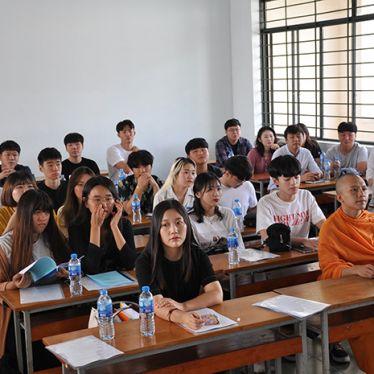 Lễ khai giảng lớp Cử nhân Việt Nam học khóa 2018 - 2022